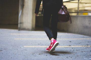 marcher avec mes sneakers préférées